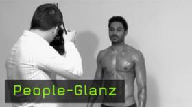 Glanz in der Peoplefotografie, Latexfarbe fotografieren, Glanz auf Haut fotograf