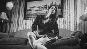 Analoger Schwarzweiß Look mit TrueGrain. © Faces of Vegas; Model: Lucy Phair